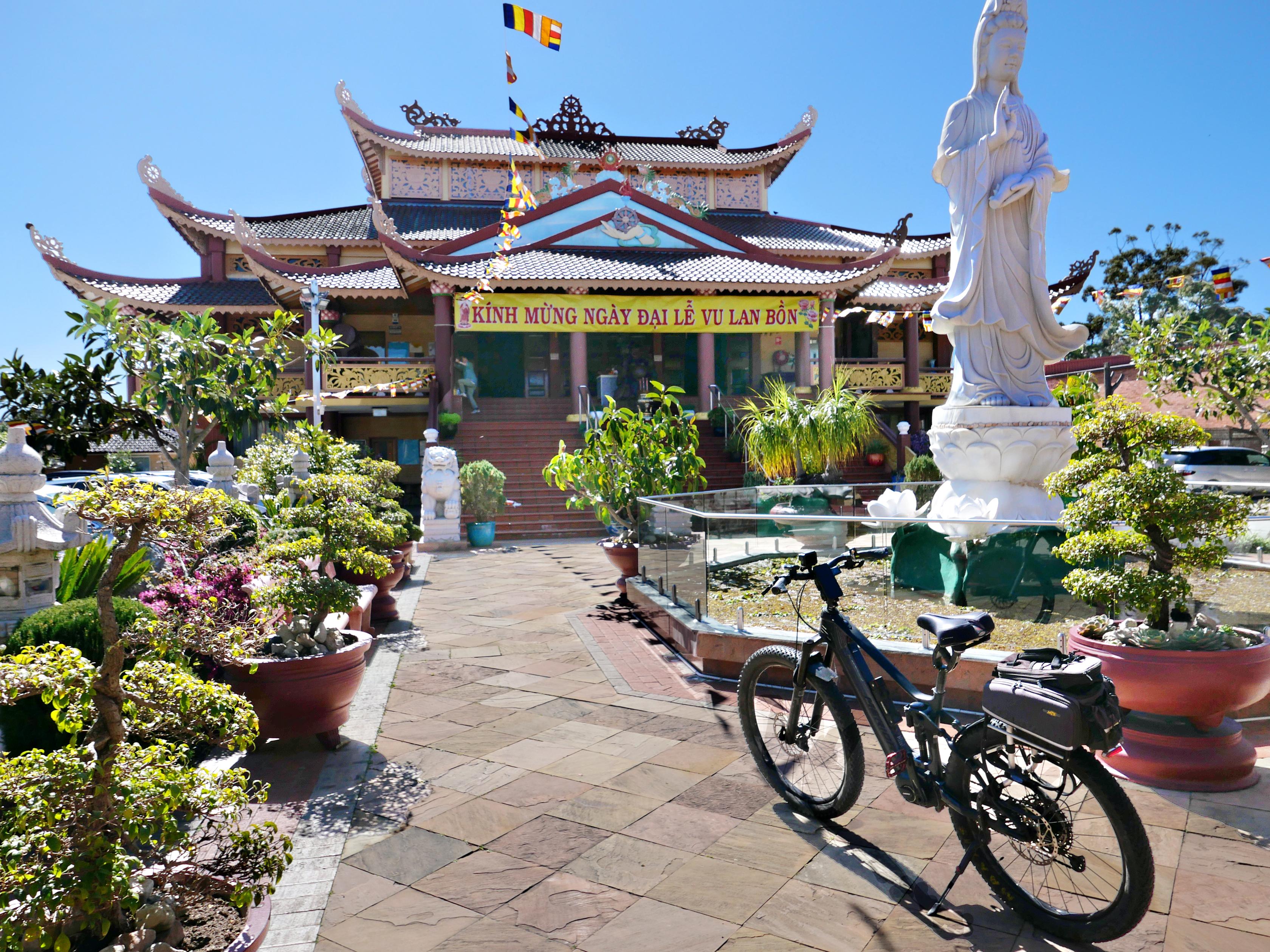 17-vietnamese-temple
